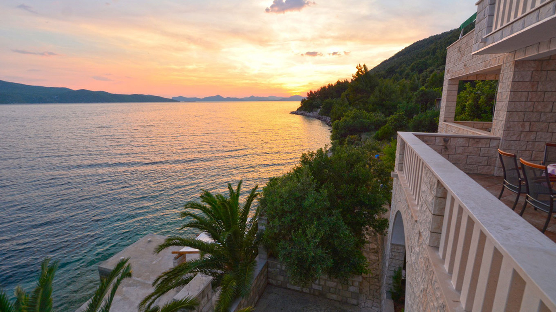 The apartments provide amazing views of Elafiti islands and Dubrovnik Riviera.